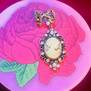 ❗️Available until Apr25 only❗️Vintage look Brooch